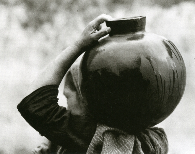 modotti_woman with olla_1926