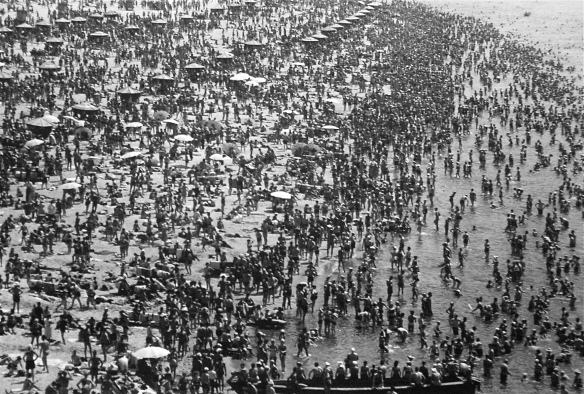 baltermants_kiev beach 1960