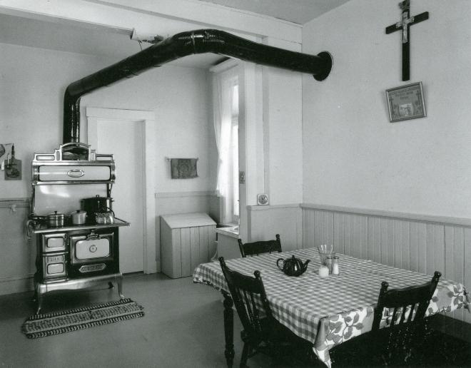Szilasi_Cuisine chez les Houdes, Lotbinière, 1977_p71