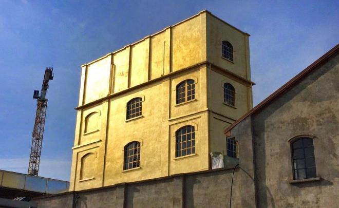 Urbanfile_Gilded-tower-Prada_R