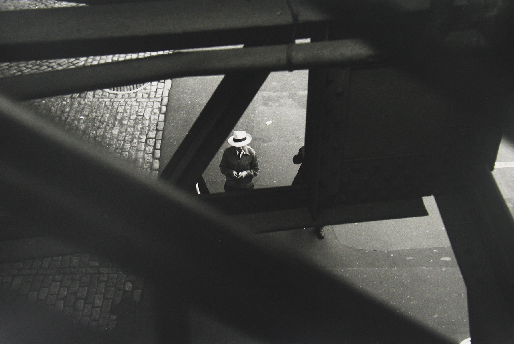 saul leiter_From the el_c1955