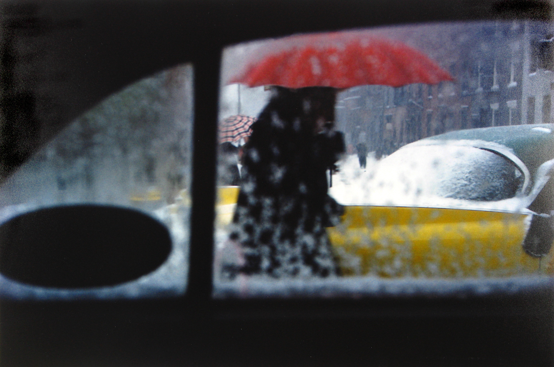 saul leiter_red umbrella, c1955