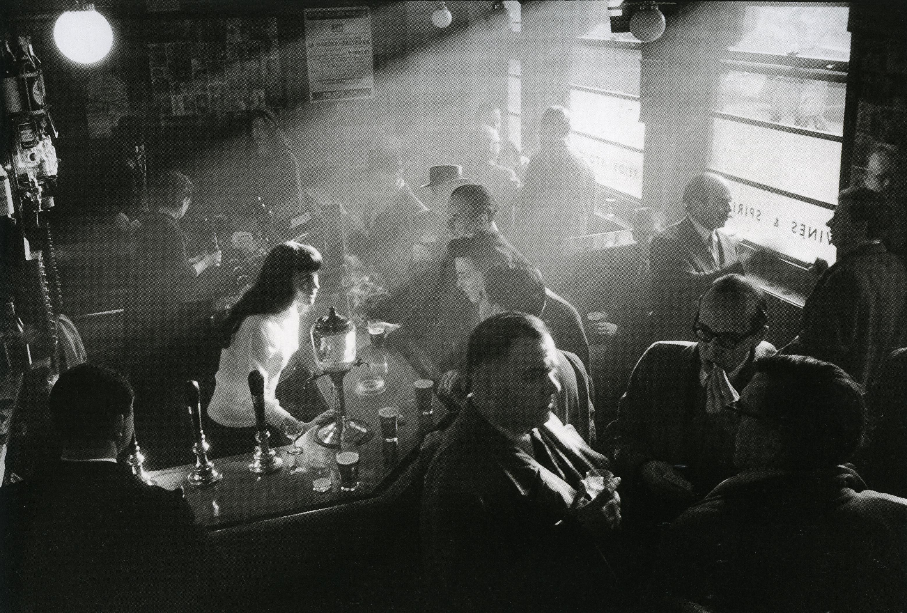 Ronis_Pub à Soho, Londres, 1955_p155