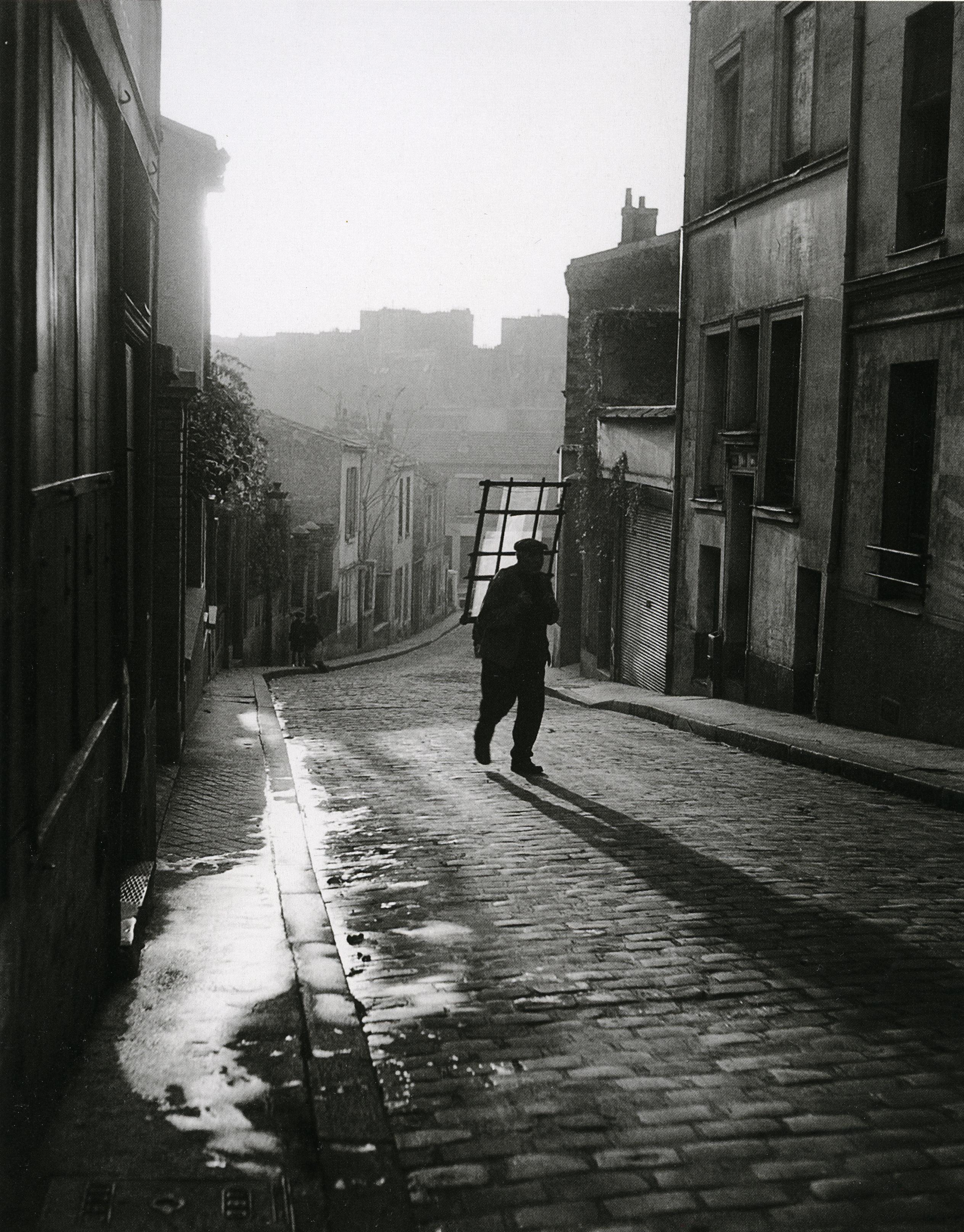 Ronis_Vitrier à Ménilmontant, Paris, 1948_p52
