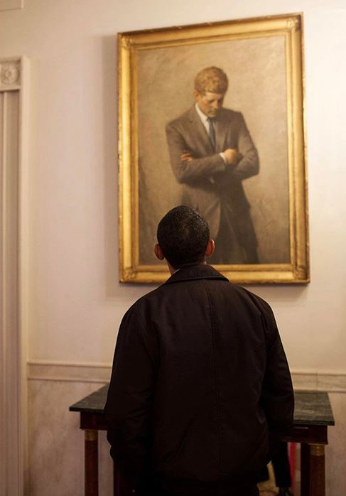 pete souza_obama looking jfk portrait_2009-01-24
