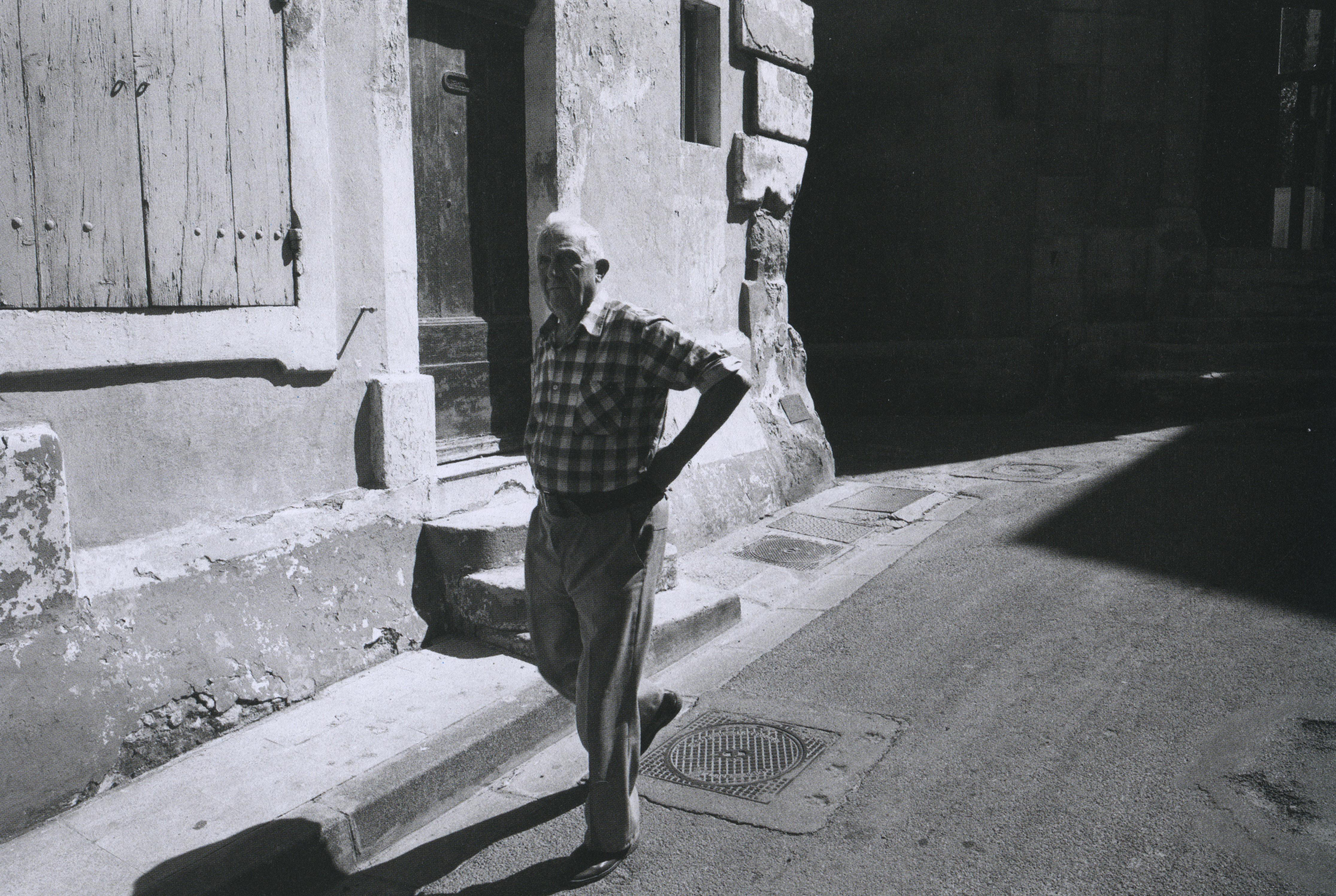 jcbéchet_arles, france, 1987_raymond depardon_p126