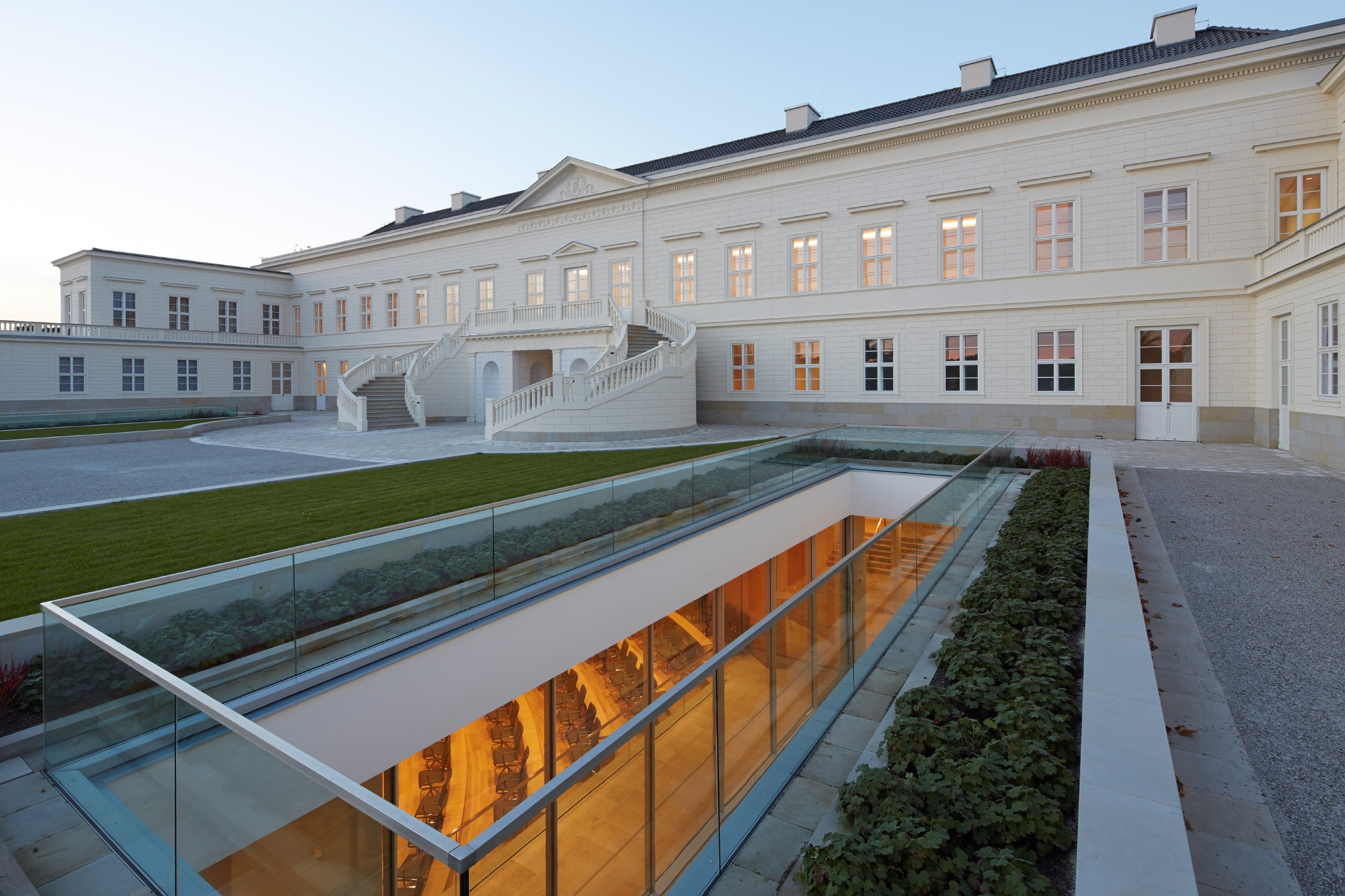 Eberhard Frank_new schloss Herrehausen_courtyard