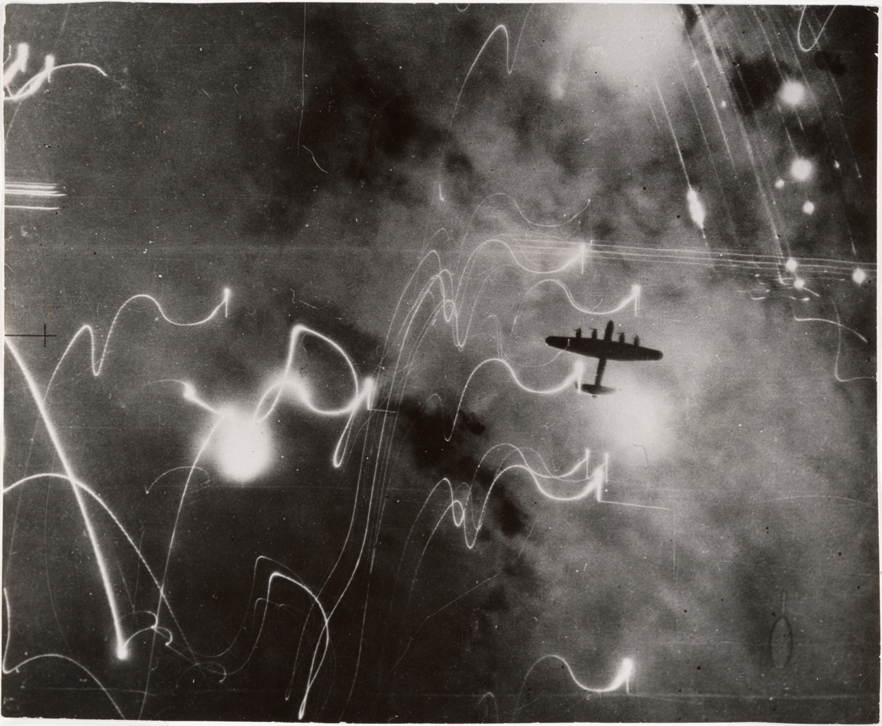 air raid on hamburg_1943-08