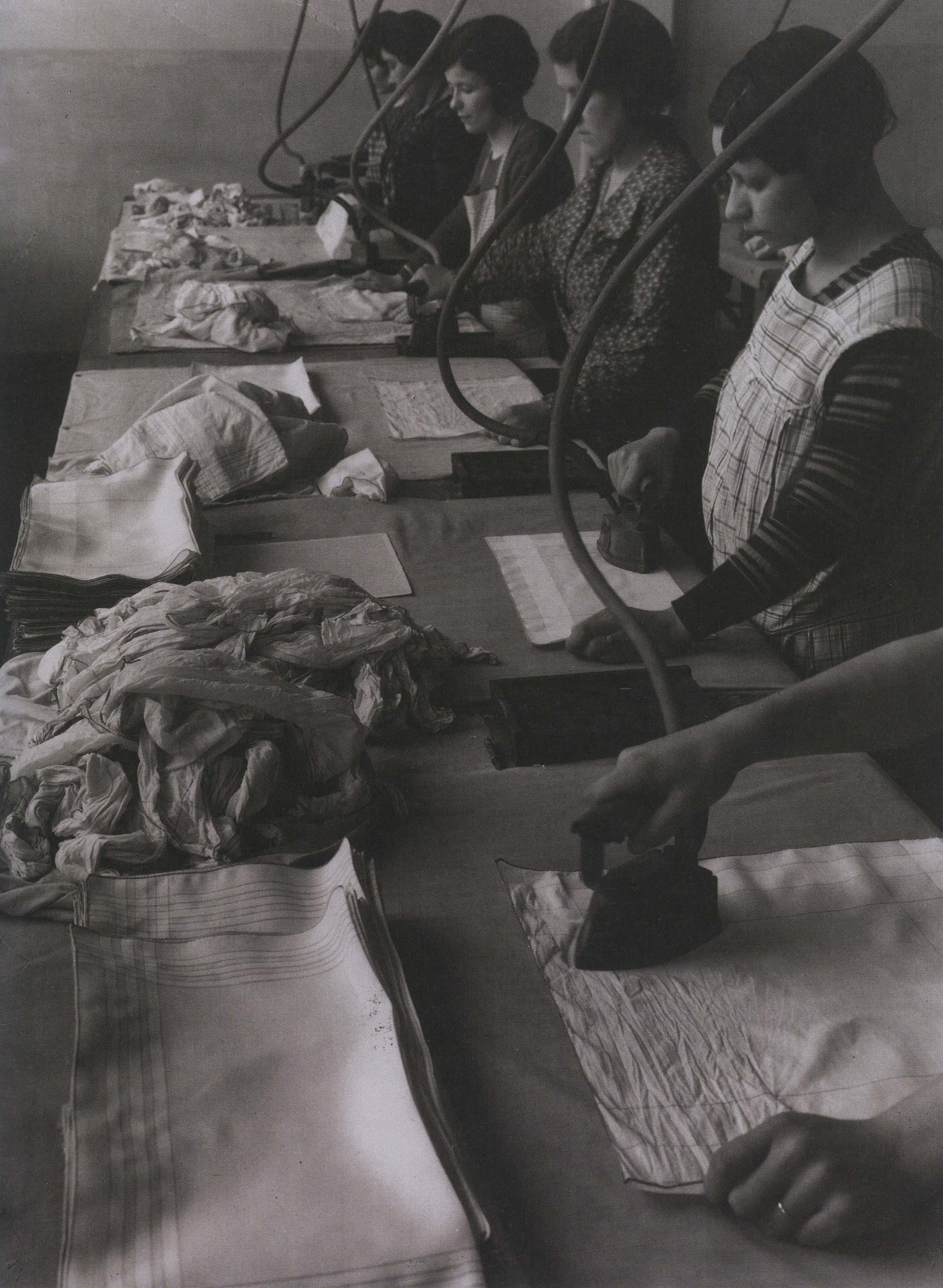 kollar_repassage des mouchoirs à la main, entr. g et fern herbin, cambrai, 1931_p120_R