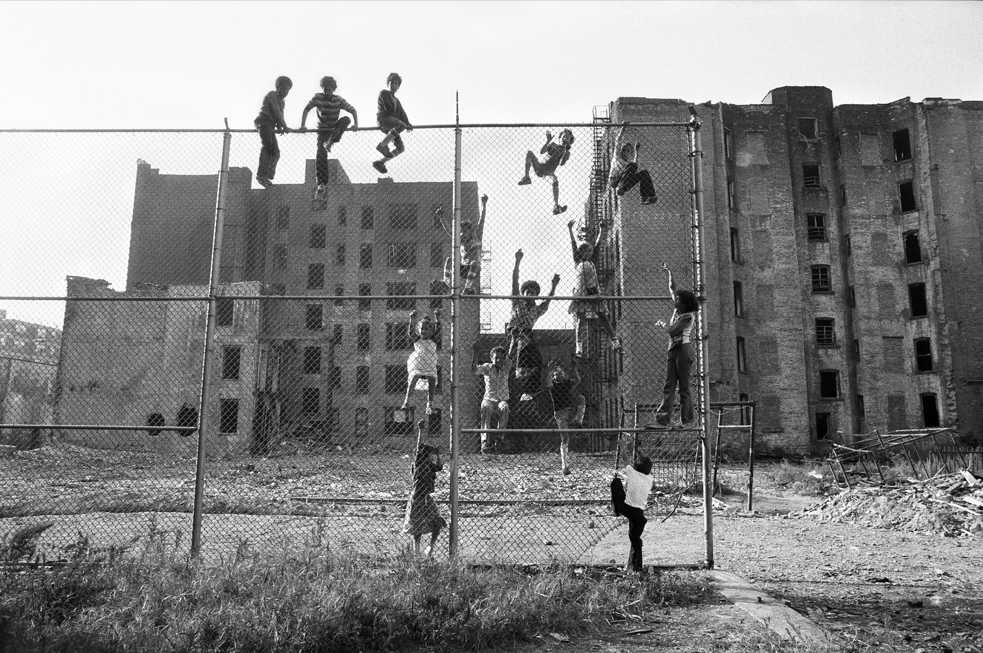 martha-cooper_fence, nyc, 1977-1980